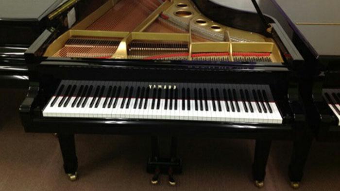 Grand Piano Bekas